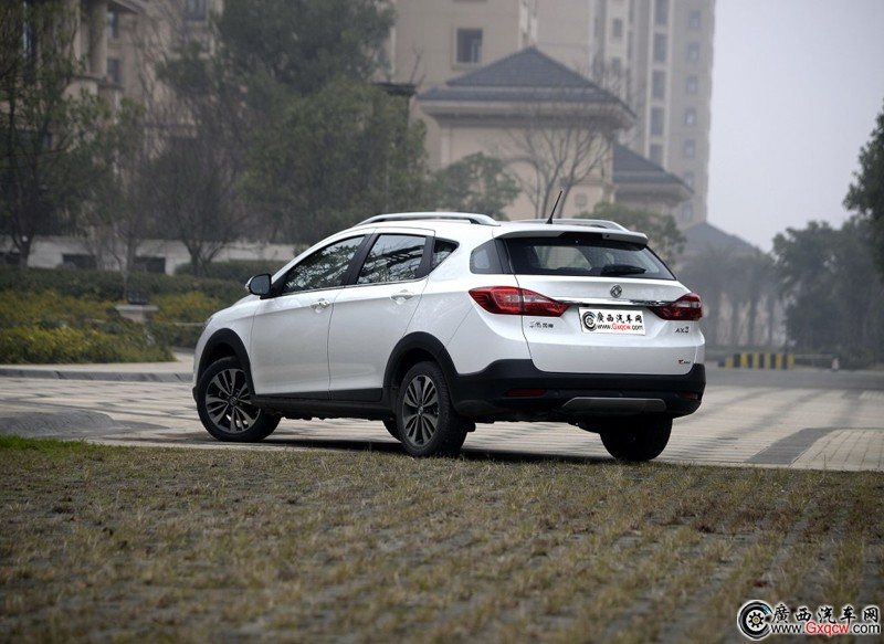 又一经济车型 东风风神AX3将推出1.0T发动机车型高清图片
