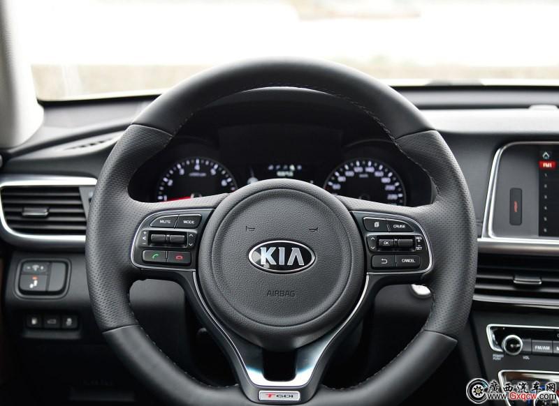 起亚K5车型 内饰图