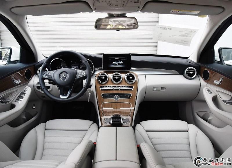 奔驰C级车型 外观图