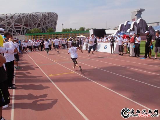 小朋友,他们用自己在爱心运动会的努力和汗水,为奥运助威,也许