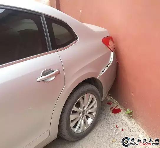 车子出了小事故 是报保险还是私了划算?
